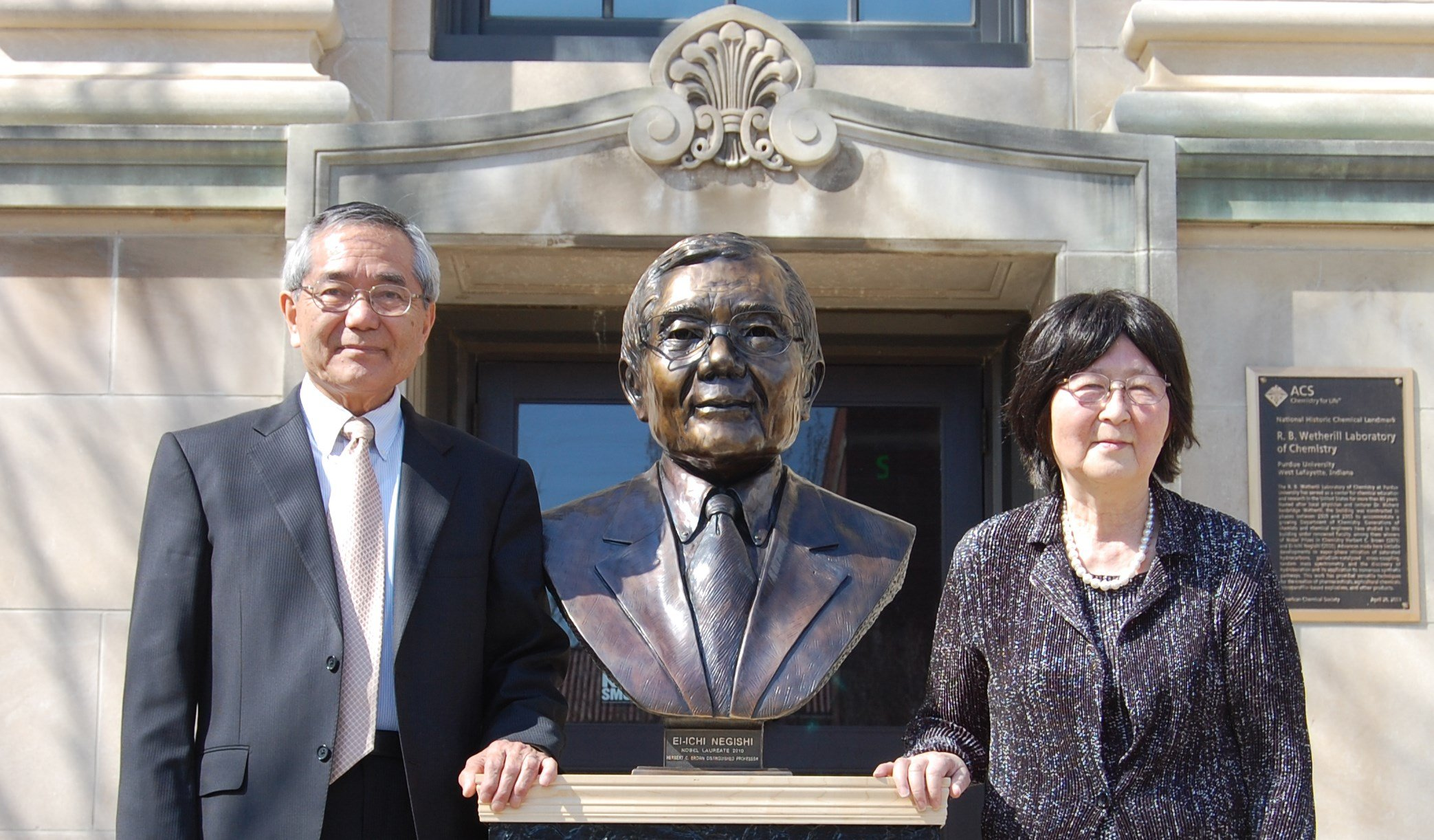 Nobel laureate Ei-ichi Negishi and his wife, Sumire, stand with a bronze bust unveiled at Purdue on April 18, 2014. (Photo//Purdue University photo/Steve Scherer)