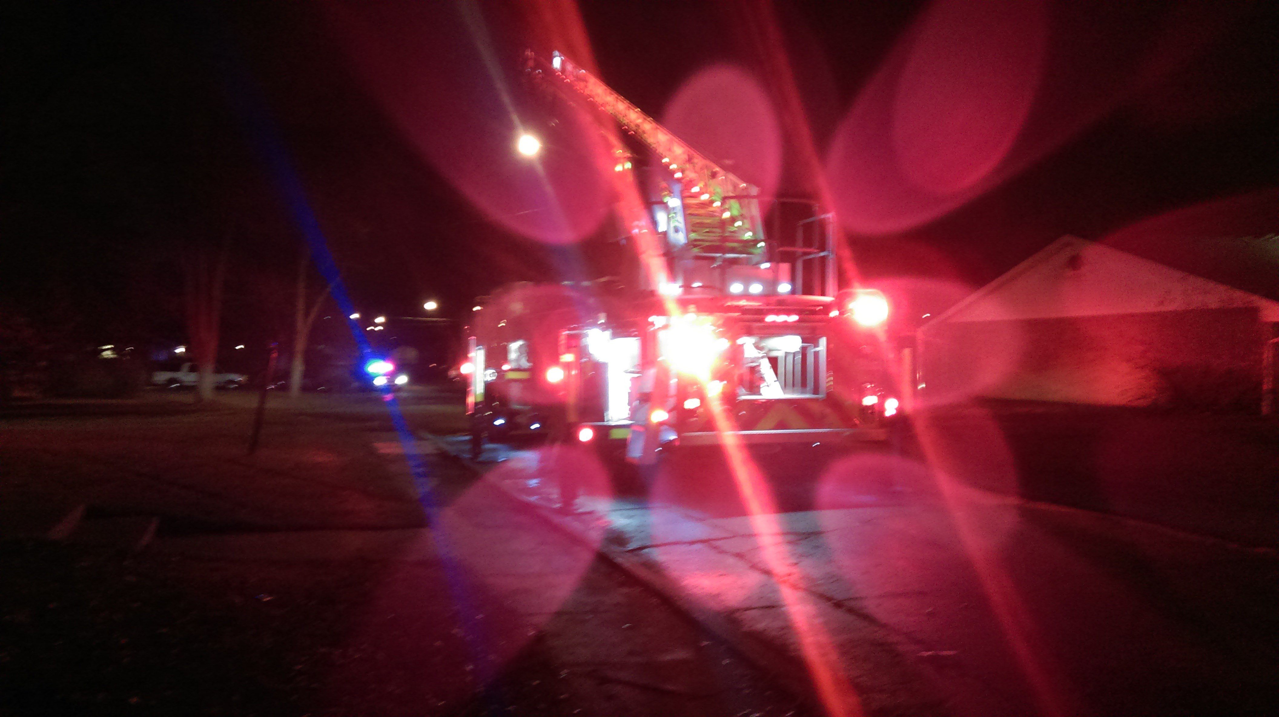 fire crews respond to early morning apartment fire in fort wayne